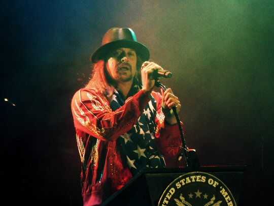 Kid rock s fish fry sizzles in the woods of tennessee for Kid rock 3rd annual fish fry